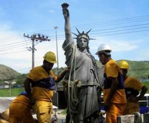 vila-kennedy-estatua-300